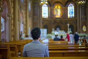 a man praying in church as he has found out why he should and why he wants to go to church